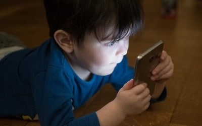 STRONG REASONS TO KEEP YOUR CHILDREN AWAY FROM SMARTPHONES